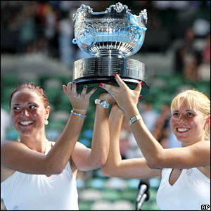 Kateryna and Alona Bondarenko lift the women's doubles trophy