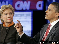 Mr Obama (r) and Mrs Clinton during a televised debate