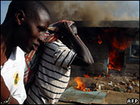 Men walk past burning house in Nakuru 25/01/08