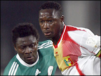 Obafemi Martins (left) battles with Mahamadou Diarra (right)