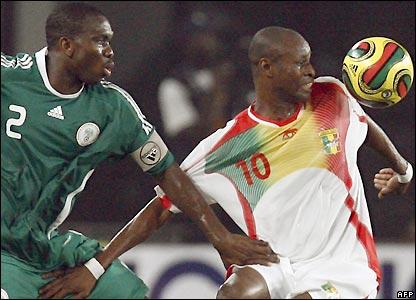 Joseph Yobo marks Dramane Traore