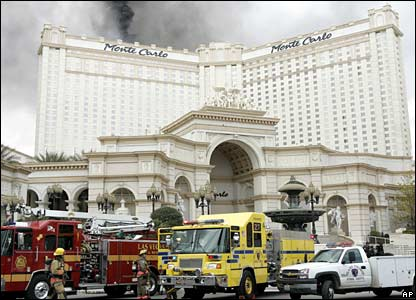 Smoke rises from the roof of the Monte Carlo hotel and casino in Las Vegas, 25 January 2008