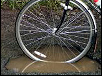Pothole (Courtesy of CTC/www.fillthathole.org.uk)