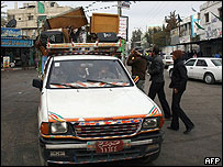 Auto cruzando Rafah