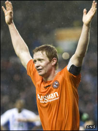 Tangerines captain Barry Robson takes the plaudits at Rugby Park