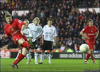 Mellor slots home his penalty