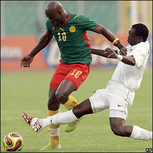 Achille Emana is tackled by Billy Mwanza