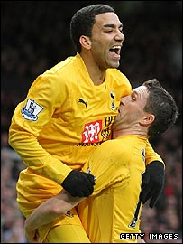 Robbie Keane and Aaron Lennon celebrate Spurs' goal