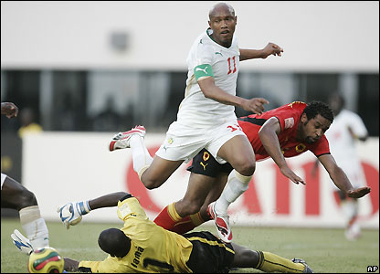 El Hadji Diouf goes close for Senegal