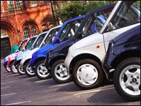 Algunos G-Wiz estacionados en Soho Square (Foto: Richard Seymour).