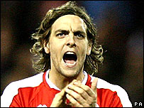 Spurs win chase to sign Woodgate _44385824_woodgatepacredit203