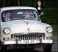 US President George W Bush (right) and Russian President Vladimir Putin in Putin's 1956 Volga, 8 May 2005