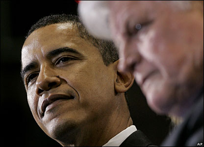 Barack Obama (L) and Edward Kennedy (R)