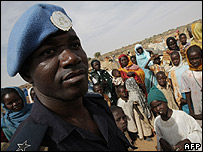 Police adviser from the United Nations African Union Mission in Darfur (UNAMID) with displaced families in the camp of ZamZam outside Fasher (12.01.2008) (Pic: Stuart Price, AFP/GETTY)