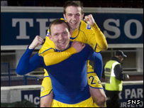 Peter Weatherson (front) and Chris Millar celebrate Morton's cup win