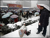 Stranded passengers wait outside Wuhan railway station on 28 January 2007