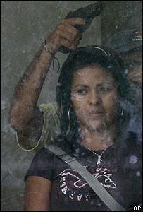 Rehenes en el asalto al banco en Venezuela