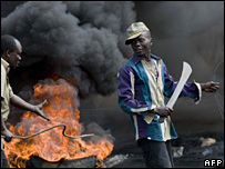 Man with machete in Kisumu (29 January 2007)