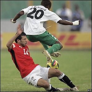 Felix Katongo hurdles Sayed Moawad's challenge