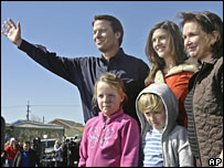 John Edwards (L), wife Elizabeth (R), daughter Cate (M), son Jack and daughter Emma Claire in New Orleans on 30 January 2008