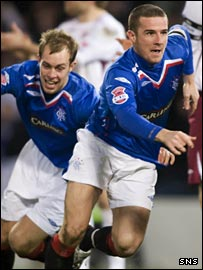Steven Whittaker chases after Rangers scorer Barry Ferguson