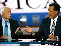 Republican presidential hopefuls John McCain (L) and Mitt Romney have a verbal exchange during the Wednesday's debate in Simi Valley, California (30/01/2008)