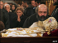 People pay their last respects to Archbishop Christodoulos in Athens' cathedral on 29 January