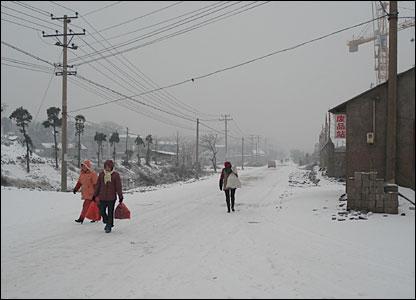 People on the road between Zhu Zhou and Changsha