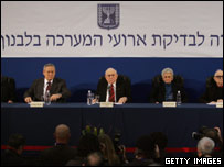 Retired Israeli judge Eliyahu Winograd, flanked by members of his committee, reads the results of the government's commission