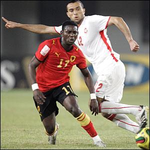 Angolan midfielder Nsimba Baptista breaks through the Tunisian midfield