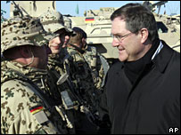 Franz-Josef Jung (R) talks to German ISAF soldiers during his visit to Afghanistan, 30 January 2