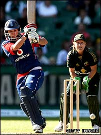 Nicki Shaw batting at the MCG