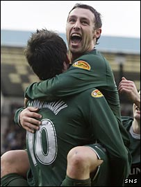 Scott McDonald celebrates with Celtic team-mate Jan Vennegoor of Hesselink