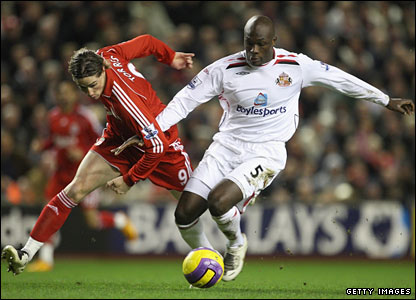 Nyron Nosworthy challenges Fernando Torres