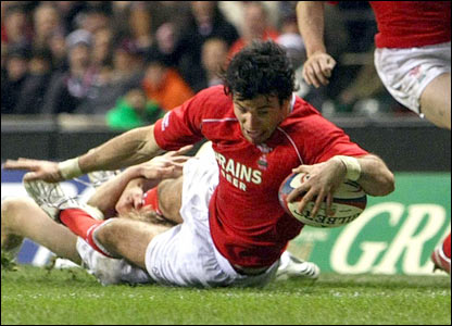 Mike Phillips' try puts Wales ahead