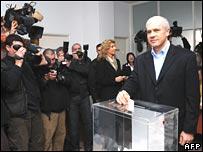 Serbian incumbent President Boris Tadic cast his ballot in Belgrade 3 February 2008