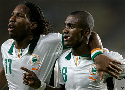 Solomon Kalou (right) celebrates with Didier Drogba after scoring his second goal