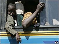 Displaced Kenyans wave goodbye in Limuru, near Nairobi, 3 February 2008