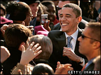 Barack Obama shakes hands with supporters in Rodney Square, Wilmington, Delaware (03/02/2008)