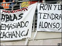 Pancartas en las gradas del Circuit de Catalunya