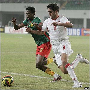 Eto'o and Karim Hagui contest possession
