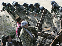 Gazans by resealed border with Egypt
