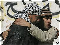Palestinos expresan su dolor por la muerte de dos integrantes de Hamás