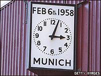 Reloj conmemorativo de la tragedia