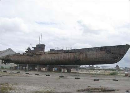 http://newsimg.bbc.co.uk/media/images/44407000/jpg/_44407587_uboat_gall2.jpg