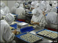 Chinese workers make dumplings at Tianyang Food Processing Ltd factory in Shijiazhuang, Hebei province (file photo)