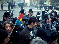 Anti Vietnam War protest outside the US embassy in London, 1968