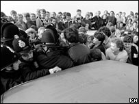 Police clash with striking miners in 1984