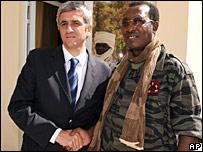 Herve Morin junto a Idriss Deby