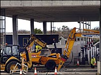 Tollbooth demolition